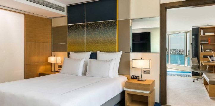 deluxe-suite-bosphorus-view-room-9
