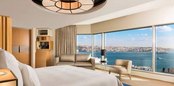 corner-room-bosphorus-view-bedroom-2jpg