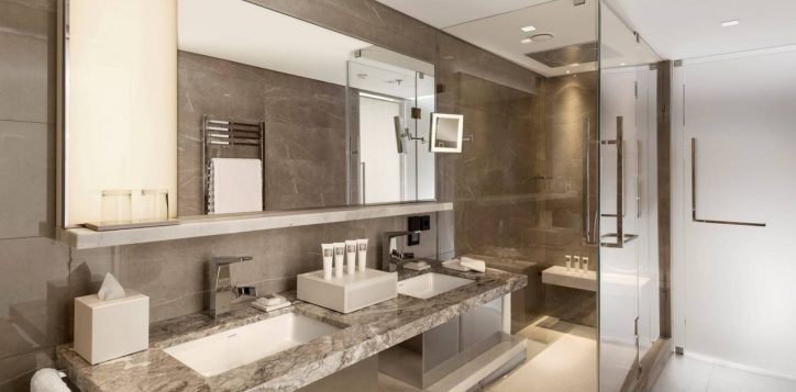 corner-room-bosphorus-viewbathroom-3