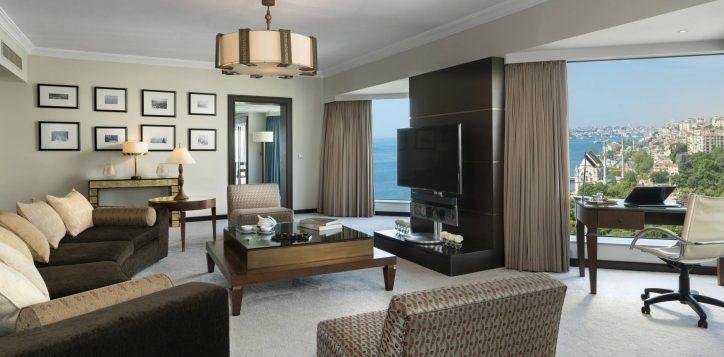 presidential-suite-living-area-2