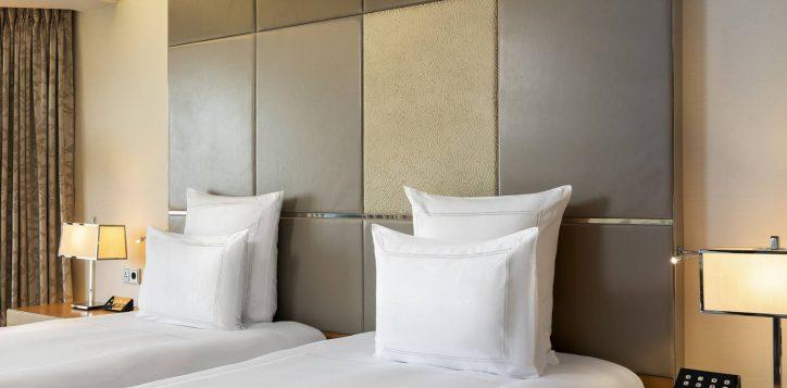 swiss-advantage-room-twin-bedroom